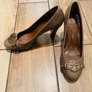 Tan shoes Tory Burch 8 1/2-like a 8 tight/defect